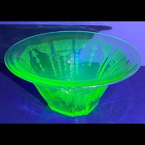 "Anchor Hocking Princess Hat  9"" Green Glass Bowl"